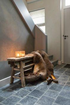 Schapenvacht sfeer in interieur gemeleerd schapenvacht in de hal Texelse Schapenboet